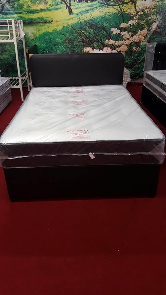 Preview of the first image of Deep tuft divan base & mattress set (including headboard).