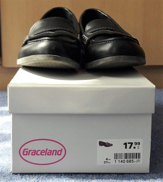 Preview of the first image of Graceland women's size 4 black shoes.