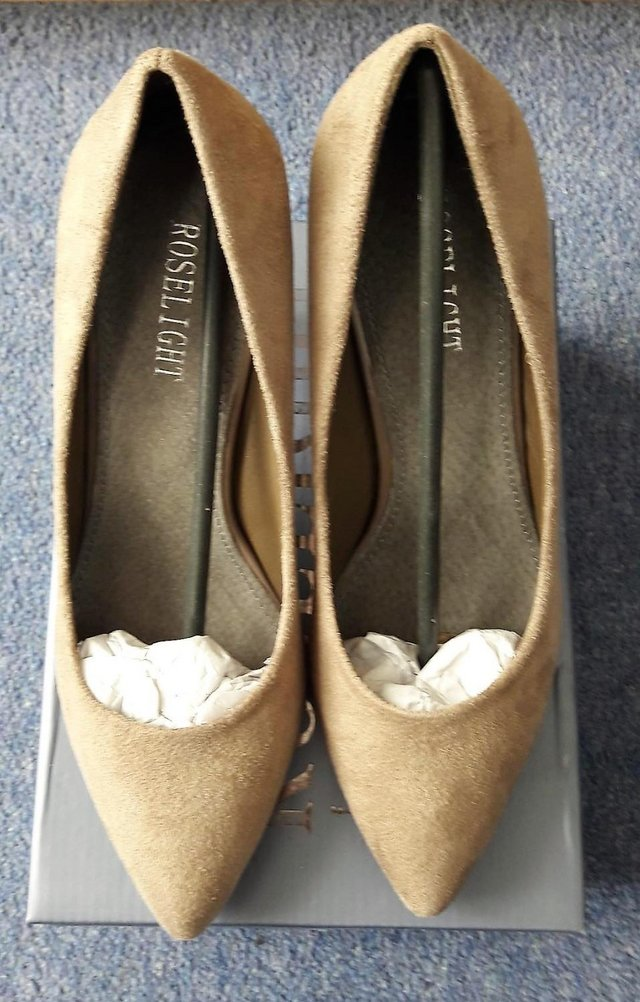 Preview of the first image of Roselight women's suede khaki shoes size 5.