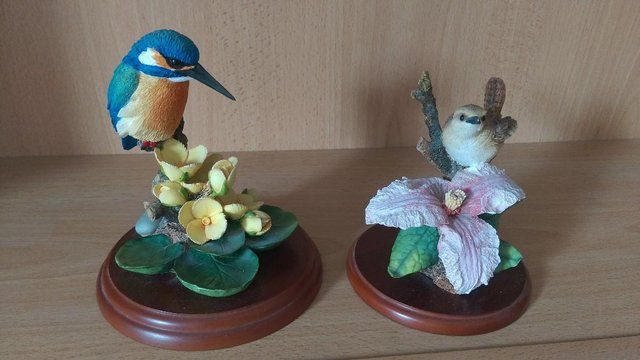 Image 3 of 4 COUNTRY ARTISTS BIRD THEMED ORNAMENTS