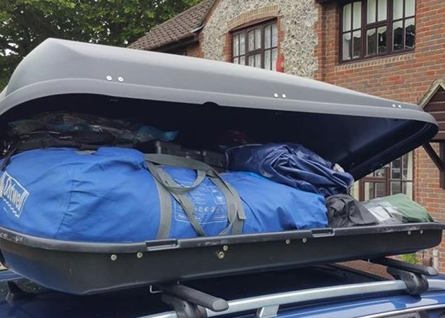 Image 3 of For hire: Huge Quest 530L roof box and bars