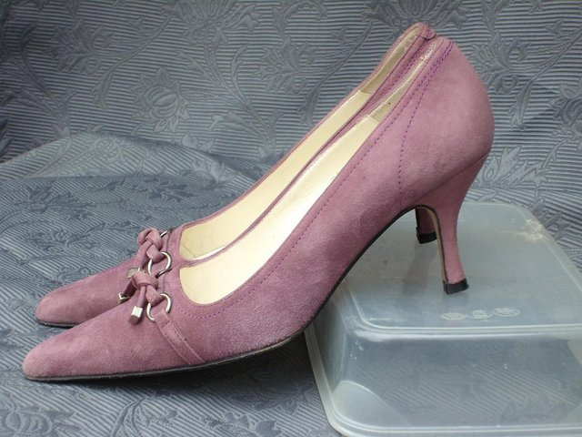 RUSSELL \u0026 BROMLEY Mauve Suede Shoes