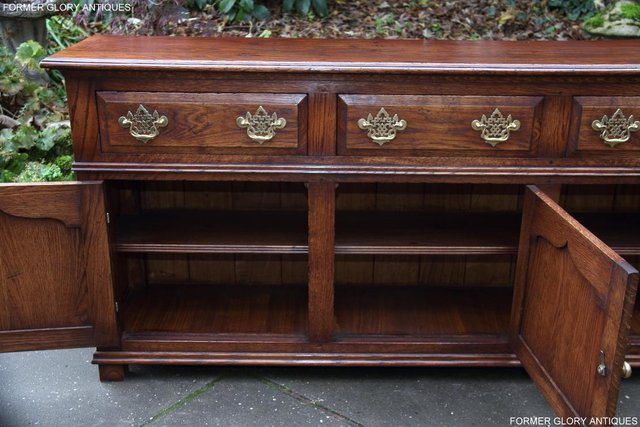 Image 63 of TITCHMARSH & GOODWIN STYLE OAK DRESSER BASE SIDEBOARD TABLE