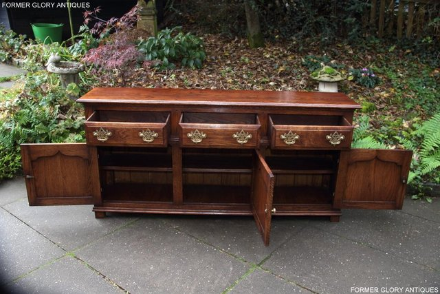 Image 91 of TITCHMARSH & GOODWIN STYLE OAK DRESSER BASE SIDEBOARD TABLE