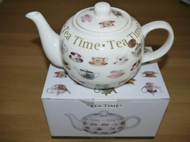 Preview of the first image of Leonardo Collection Fine China Teapot, 2 Mugs and Tray.