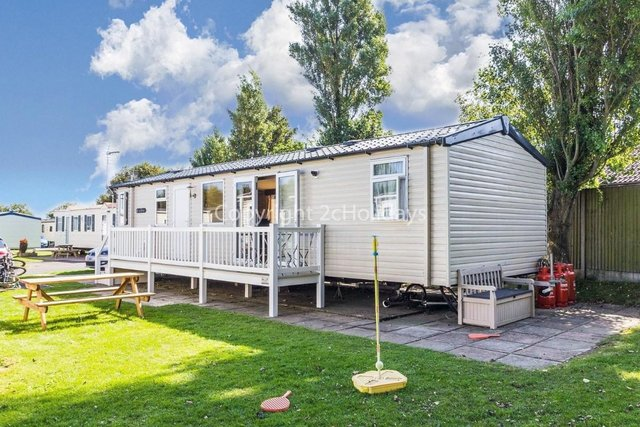 Image 4 of UK holiday static caravan for hire near beach  80025S