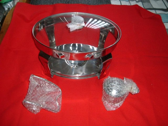 Preview of the first image of STAINLESS STEEL CHAFING DISH NEW AND UNUSED NEW.