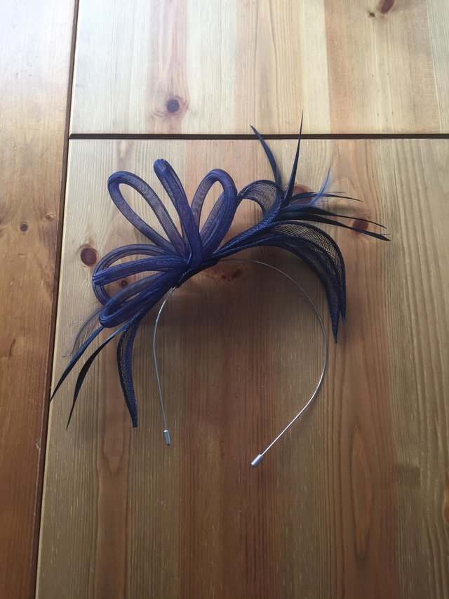 Preview of the first image of Blue fascinator.