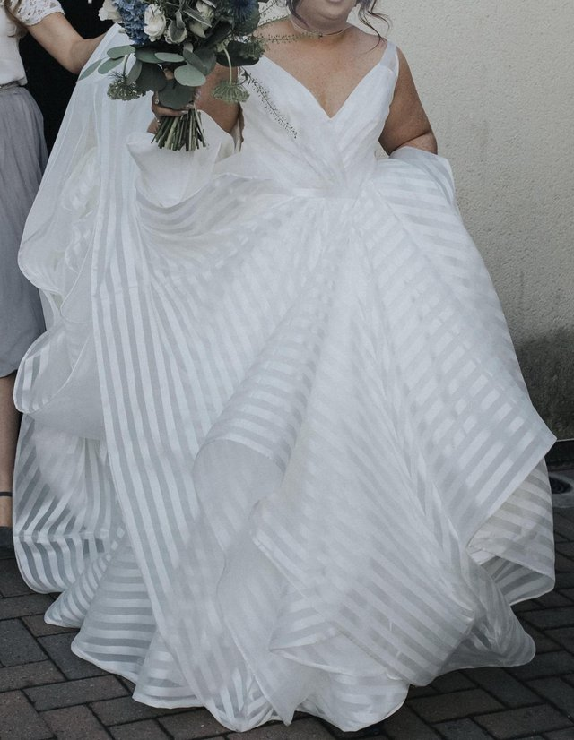 1780a71c2f18 A gorgeous second hand wedding dress from the Designer Hayley Paige. The  dress is known as the Decklyn Gown. Ivory striped organza a-line layered  ball gown.