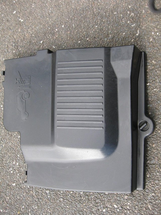 Preview of the first image of LANDROVER DISCOVERY TD5 BATTERY COVER.