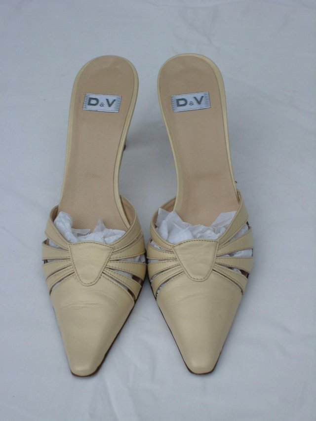 Image 3 of D & V Italian Cream Leather Mule Shoes – Size 4/37