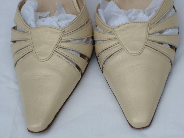 Image 4 of D & V Italian Cream Leather Mule Shoes – Size 4/37