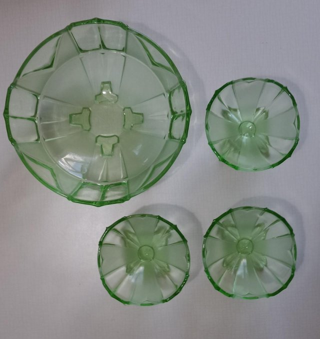 Art Glass Art Deco Green Sowerby Chevron Design Fruit Bowl And Sundae Dishes Buy One Get One Free Glass