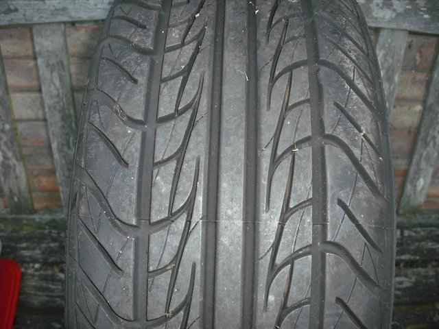 Image 2 of Ford Mondeo wheel and tyre 185/55/r14