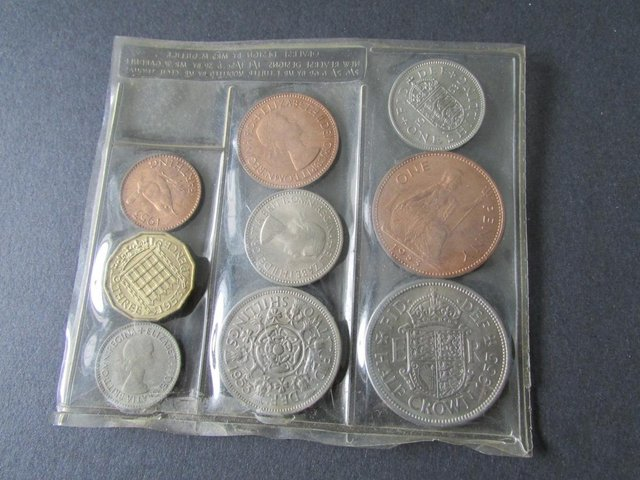 Image 3 of 1953 ELIZABETH II PLASTIC COIN SET.