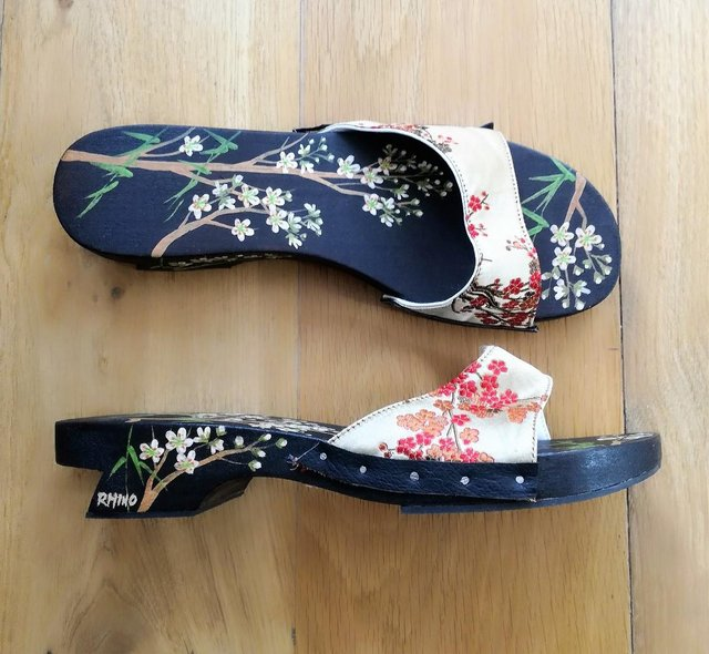 Image 2 of CHINESE JAPANESE hand Painted Oriental Sandal Flip Flop Wood