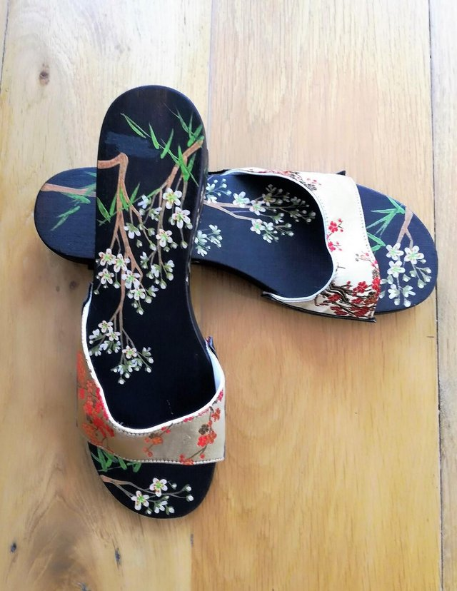 Preview of the first image of CHINESE JAPANESE hand Painted Oriental Sandal Flip Flop Wood.