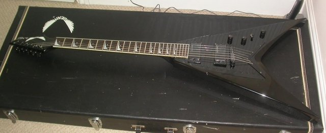 Preview of the first image of DEAN DAVE MUSTAINE VMNT FLYING V MADE IN KOREA & HARD CASE.