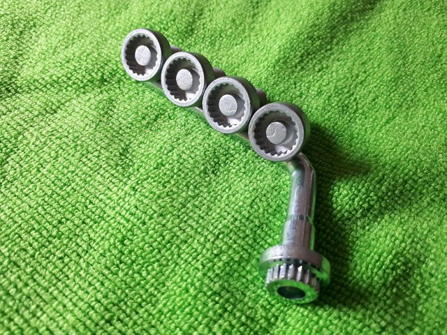 Image 2 of RenaultAlloy Wheel Centre Hub Cap Security Nuts And Key