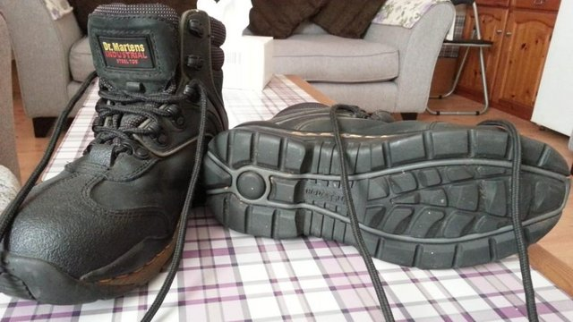 Preview of the first image of Mens Dr Martens Boots Size adult 6.