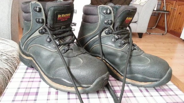 Image 2 of Mens Dr Martens Boots Size adult 6