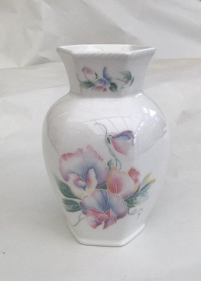 Aynsley Little Sweetheart vase
