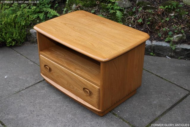 Image 47 of AN ERCOL WINDSOR LIGHT ELM CORNER TV CABINET DVD TABLE STAND