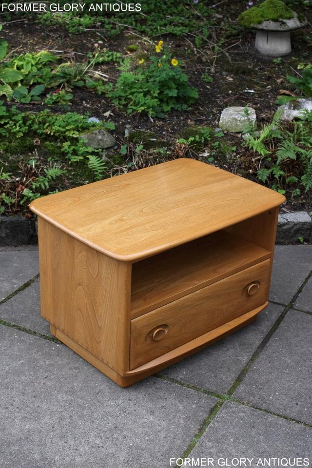 Image 54 of AN ERCOL WINDSOR LIGHT ELM CORNER TV CABINET DVD TABLE STAND