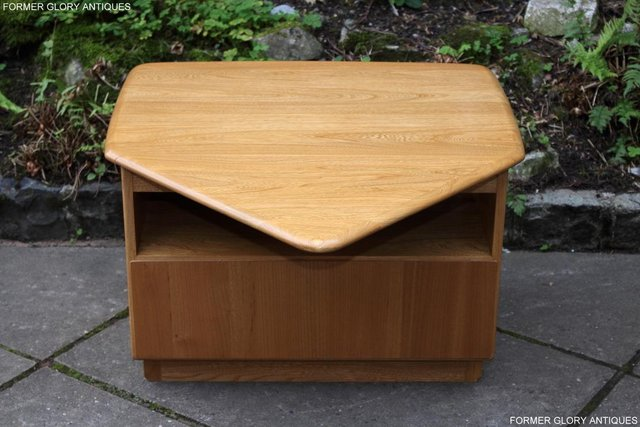 Image 59 of AN ERCOL WINDSOR LIGHT ELM CORNER TV CABINET DVD TABLE STAND
