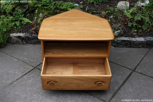 Image 61 of AN ERCOL WINDSOR LIGHT ELM CORNER TV CABINET DVD TABLE STAND