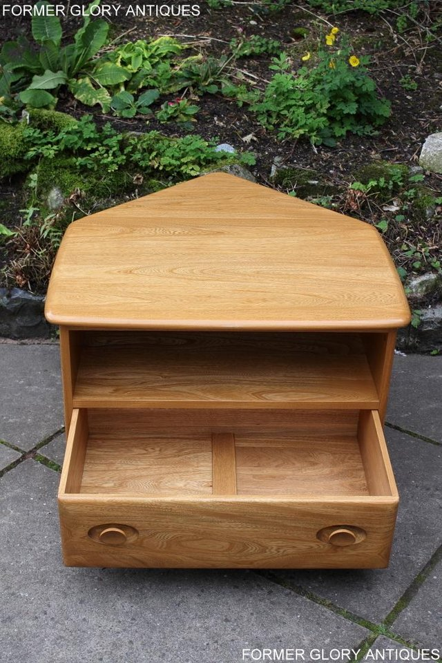 Image 73 of AN ERCOL WINDSOR LIGHT ELM CORNER TV CABINET DVD TABLE STAND