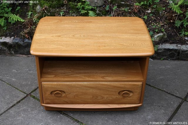 Image 89 of AN ERCOL WINDSOR LIGHT ELM CORNER TV CABINET DVD TABLE STAND