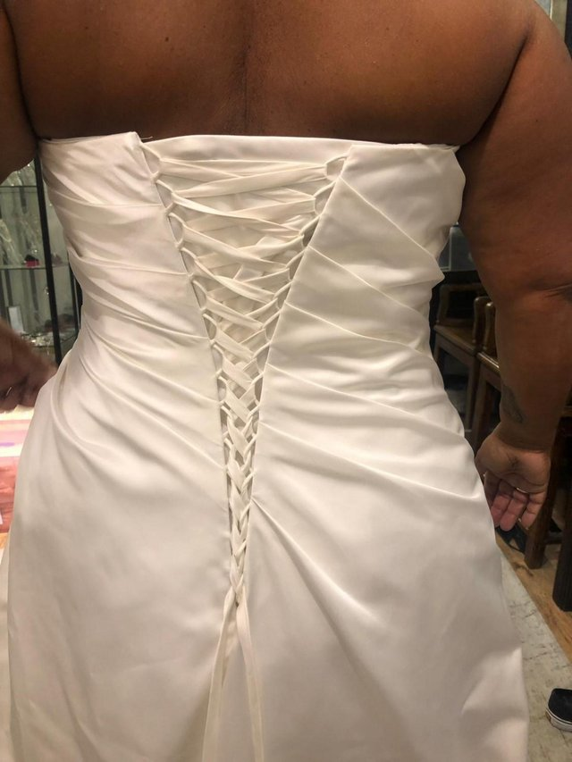 Preview of the first image of WEDDING DRESS.