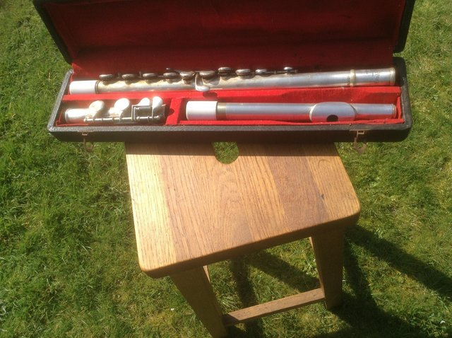 Preview of the first image of Flute Vintage Lesley Sheppard with case.