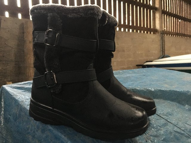 Preview of the first image of WINTER BOOTS.