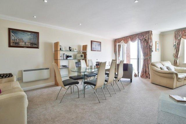 Image 2 of Luxury Holiday Apartment Poole Dorset BH15 1HS