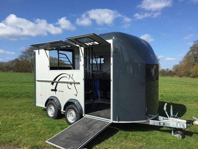 Image 3 of Cheval Minimax MAXI3 2 horse 3 pony trailer NEW