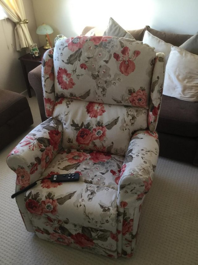 Image 2 of Genuine HSL Riser Recliner Chair
