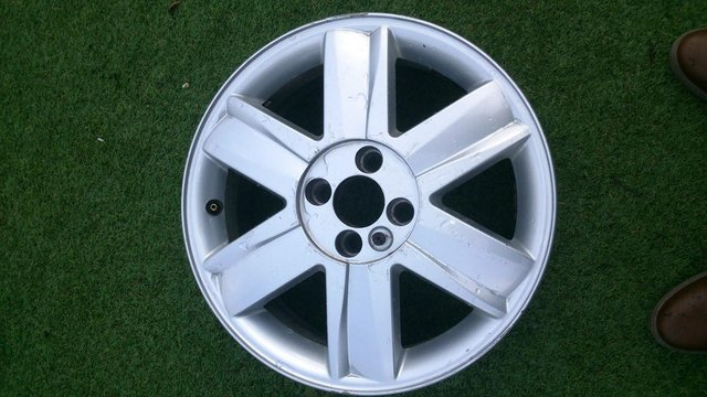 Image 2 of 4 renault 16ins alloy wheels.