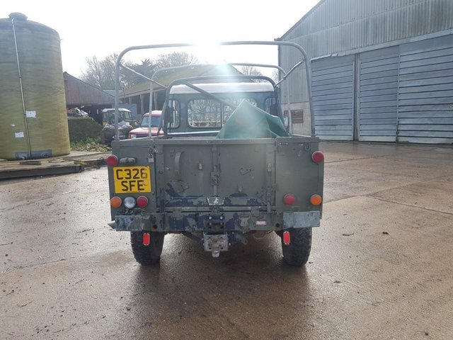 Preview of the first image of Land Rover 110 Soft Top & P/Up H/Top 1986 #108.