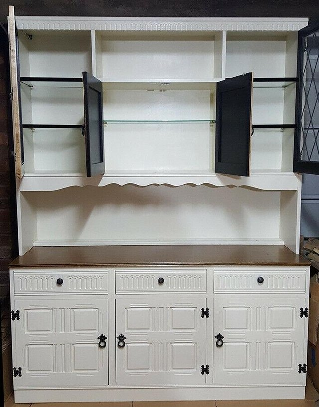 Image 3 of Large shaker style dresser