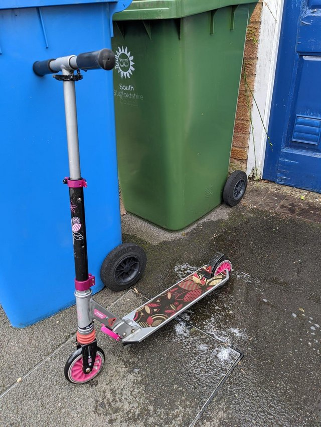 Preview of the first image of Children's Oxelo folding scooter.