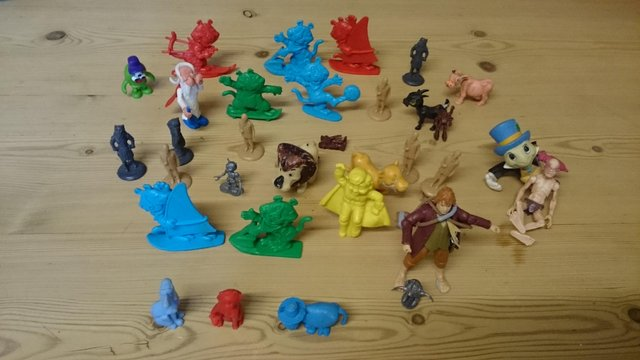 Image 2 of Joblot of vintage plastic cereal figures and toys