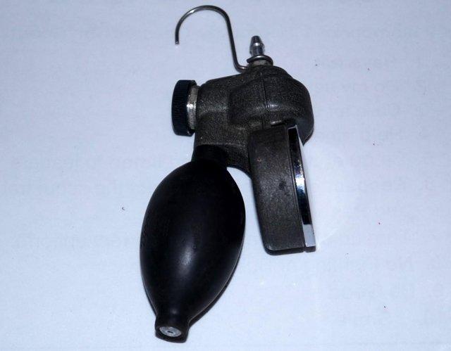 Image 2 of Taylor Instruments TK7115P 0-18psi air pressure calibrator