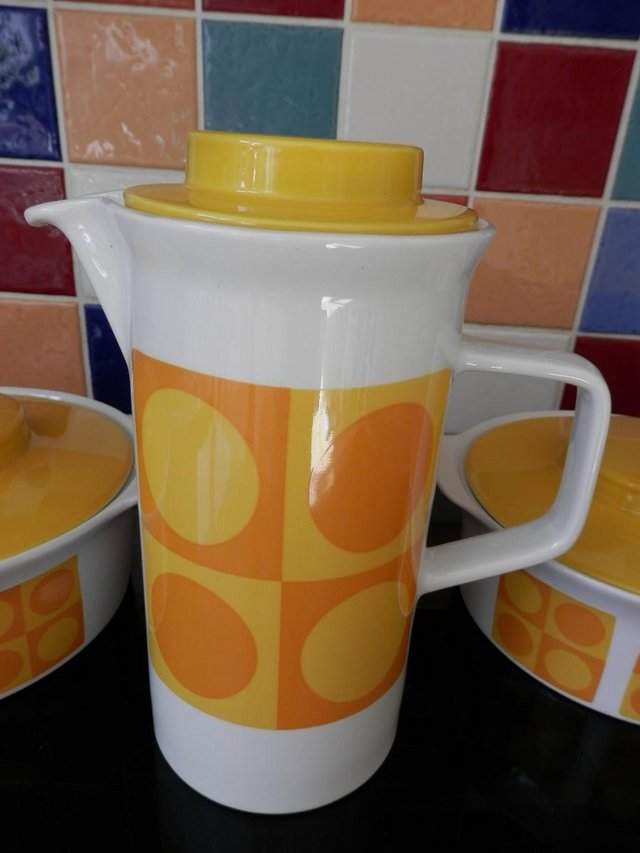 Image 3 of Retro Sunny Yellow Table Ware