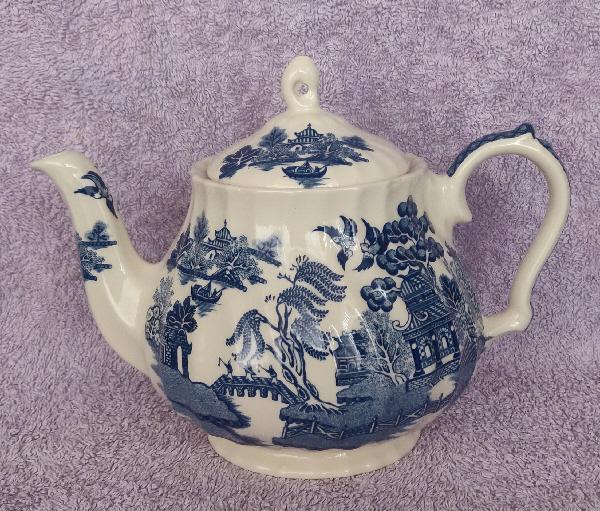 Image 2 of Vintage Blue Willow 4 Person Tea set