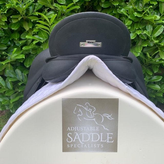 Image 10 of Wintec Isabell Werth 17.5 inch dressage saddle