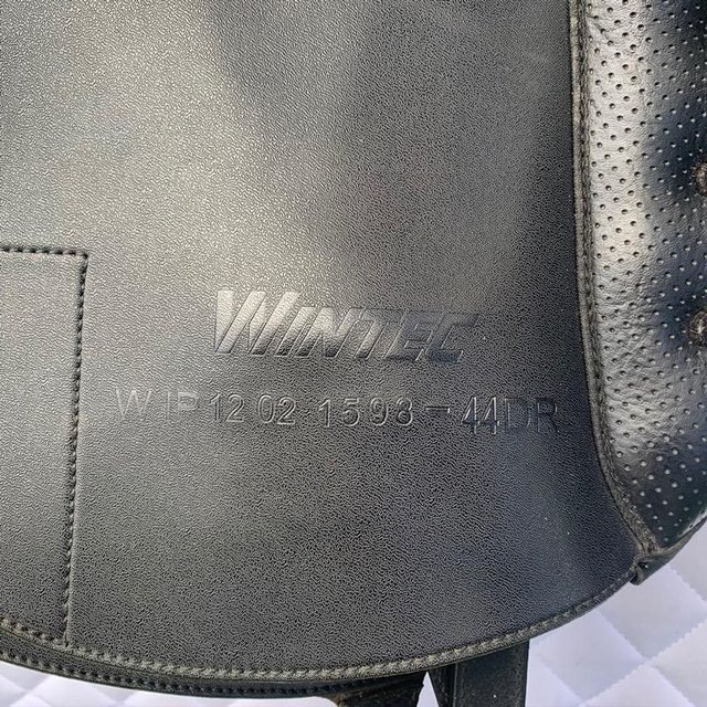 Image 14 of Wintec Isabell Werth 17.5 inch dressage saddle