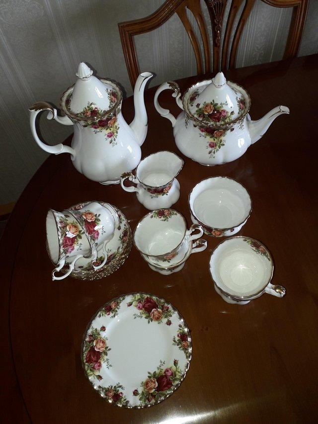 Image 2 of Royal Albert Old Country Roses
