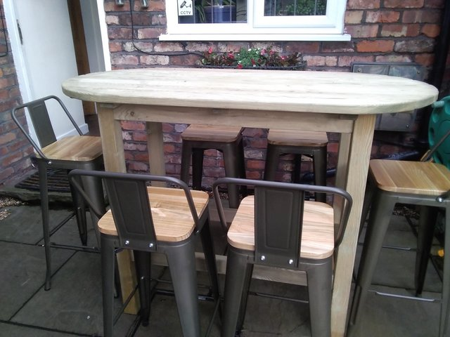 Image 3 of Out door table and chairs